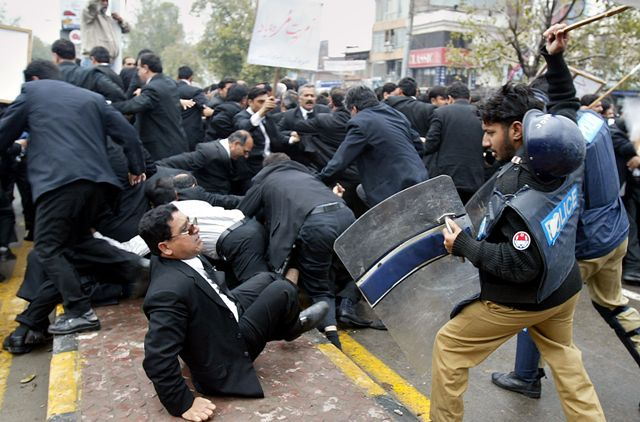 Lawyers Clash with Police Mar 07 Pakistan11 The fear of lawyers